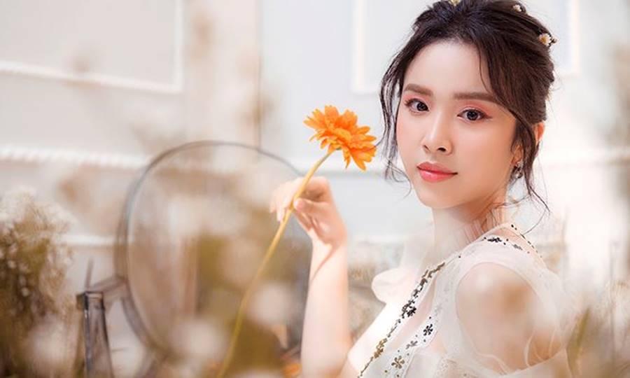 Á hậu Thuý An tái xuất xinh đẹp, hé lộ kế hoạch thi sắc đẹp quốc tế-11