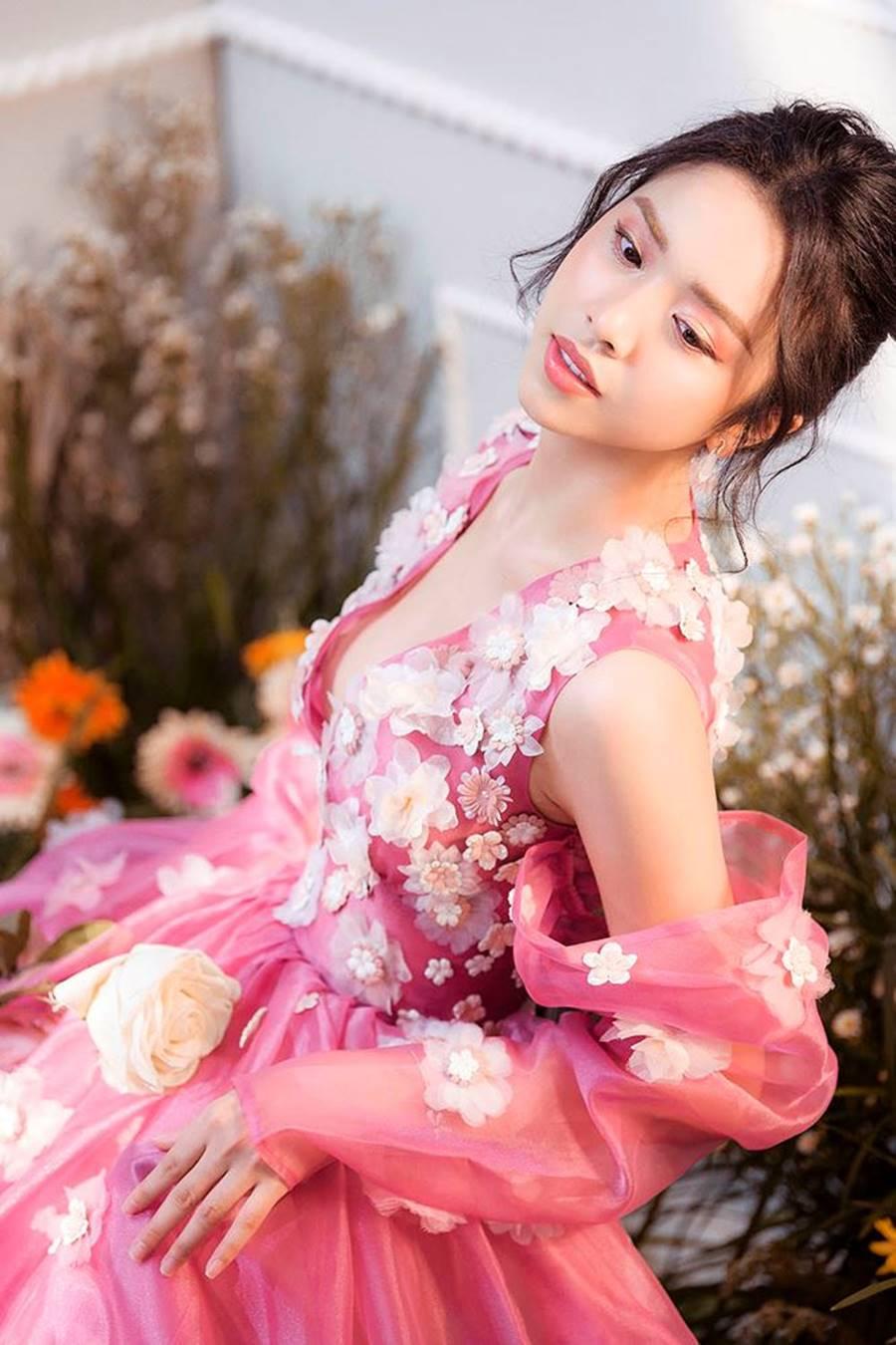 Á hậu Thuý An tái xuất xinh đẹp, hé lộ kế hoạch thi sắc đẹp quốc tế-9
