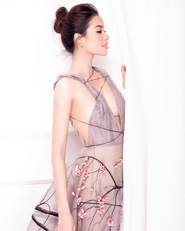 Tiếp tục đăng ảnh cũ, Phạm Hương khơi lại màn đụng váy không khoan nhượng với Tiểu Vy và Lý Nhã Kỳ-1