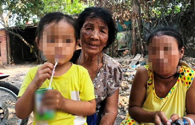 Vụ bố bị đâm chết vì tưởng là kẻ bắt cóc con: Lời thanh minh của bà bán vé số-1