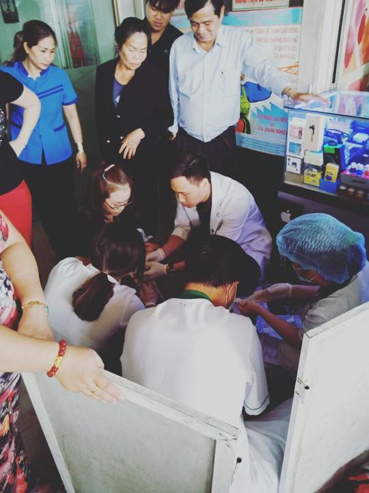 Nhân viên bán vé đỡ đẻ thành công... trong nhà vệ sinh Bến xe Miền Đông-3