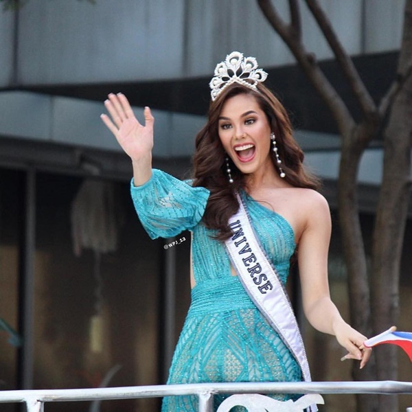 Sự cố hi hữu trong lịch sử Miss Universe: Đang diễu hành, Hoa hậu làm vỡ vương miện 6 tỉ và phản ứng bất ngờ sau đó-5