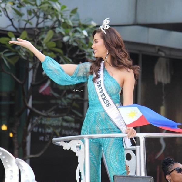 Sự cố hi hữu trong lịch sử Miss Universe: Đang diễu hành, Hoa hậu làm vỡ vương miện 6 tỉ và phản ứng bất ngờ sau đó-7