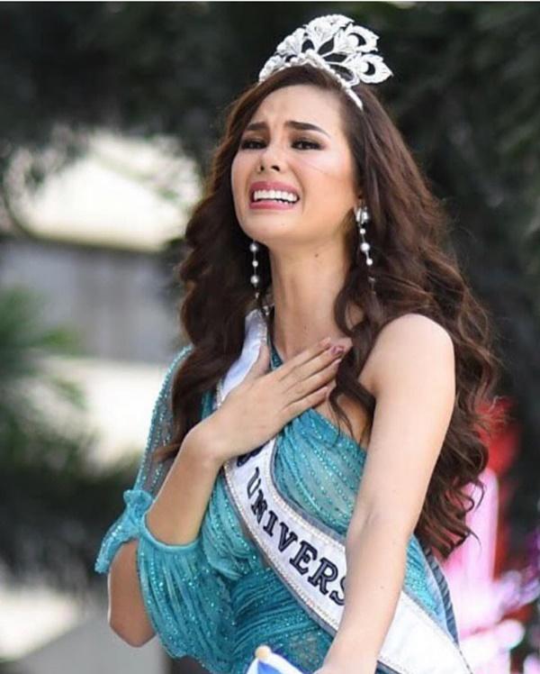 Sự cố hi hữu trong lịch sử Miss Universe: Đang diễu hành, Hoa hậu làm vỡ vương miện 6 tỉ và phản ứng bất ngờ sau đó-8