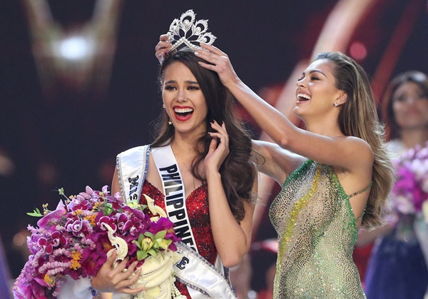 Sự cố hi hữu trong lịch sử Miss Universe: Đang diễu hành, Hoa hậu làm vỡ vương miện 6 tỉ và phản ứng bất ngờ sau đó-11