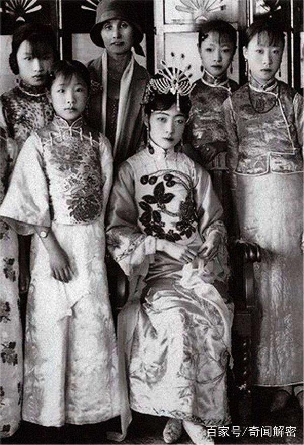 Ảnh hiếm chưa từng được hé lộ trong hôn lễ Hoàng đế Phổ Nghi - vị vua cuối cùng của nhà Thanh-10