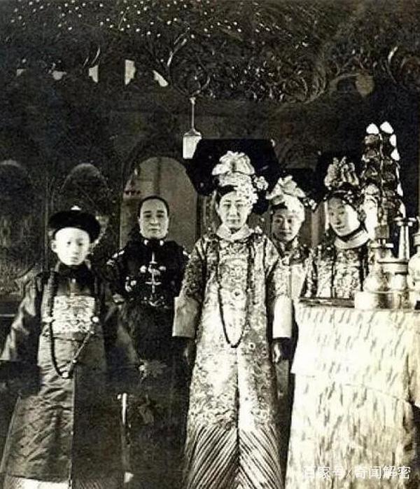 Ảnh hiếm chưa từng được hé lộ trong hôn lễ Hoàng đế Phổ Nghi - vị vua cuối cùng của nhà Thanh-8