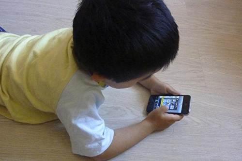 Đứa trẻ thích nghịch smartphone và không thích nghịch, sự khác biệt quá lớn chỉ thấy rõ sau 10 năm-1