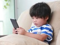 Đứa trẻ thích nghịch smartphone và không thích nghịch, sự khác biệt quá lớn chỉ thấy rõ sau 10 năm