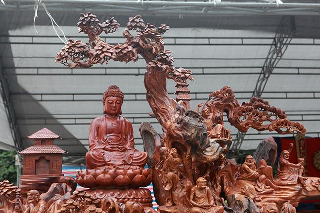 Tận thấy bộ ba tượng phật bằng gỗ quý giá gần 3 tỷ đồng-3