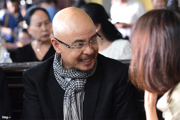 Vợ chồng vua cà phê Trung Nguyên trong vòng vây báo chí tại tòa-14