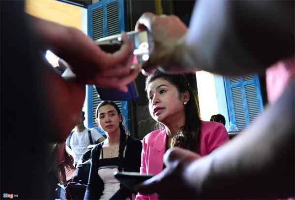 Vợ chồng vua cà phê Trung Nguyên trong vòng vây báo chí tại tòa-15