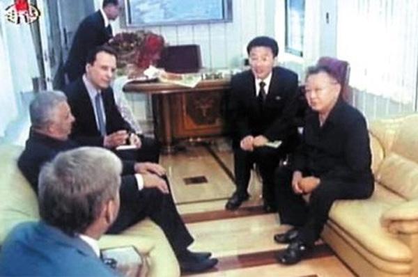Đoàn tàu siêu kiên cố của ông Kim vừa đến Việt Nam: Đạn xuyên giáp bắn không thủng, thách thức cả bom, mìn-5