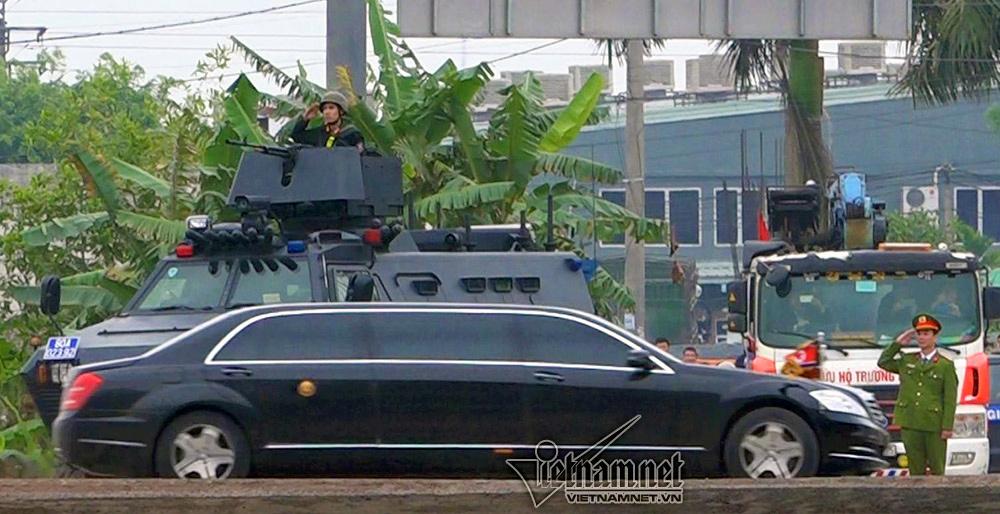 Ông Kim Jong-un cười rạng rỡ khi đến Hà Nội-14