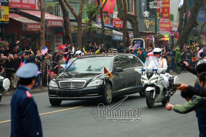 Ông Kim Jong-un cười rạng rỡ khi đến Hà Nội-6