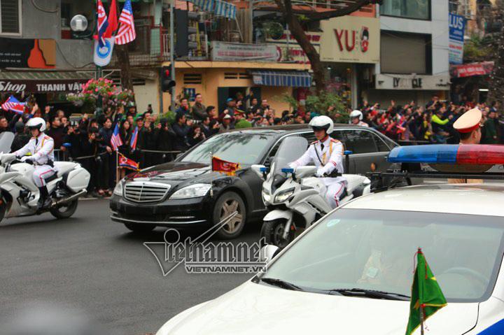 Ông Kim Jong-un cười rạng rỡ khi đến Hà Nội-7