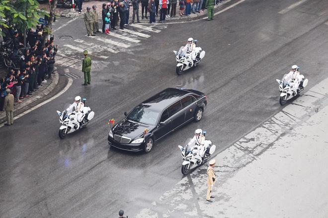 Xe chống đạn của ông Kim Jong Un lăn bánh trên đường phố Hà Nội-2