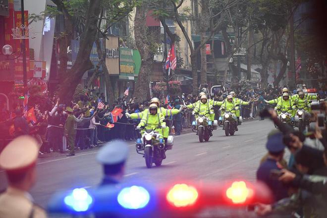 Xe chống đạn của ông Kim Jong Un lăn bánh trên đường phố Hà Nội-8