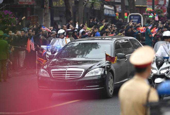 Xe chống đạn của ông Kim Jong Un lăn bánh trên đường phố Hà Nội-10