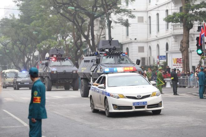 Xe chống đạn của ông Kim Jong Un lăn bánh trên đường phố Hà Nội-7