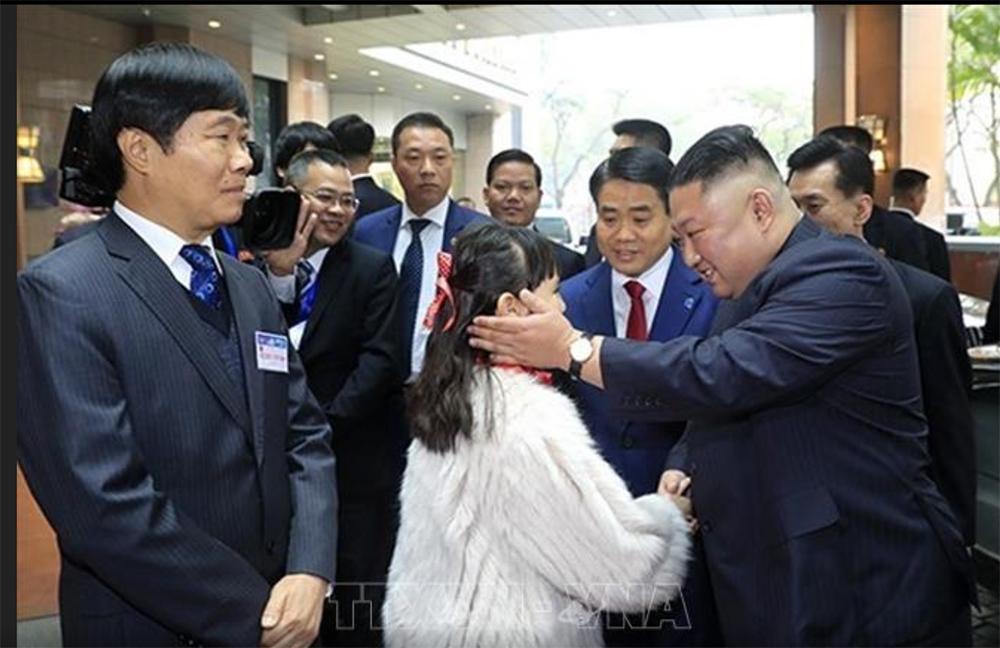 Ông Kim Jong-un cười rạng rỡ khi đến Hà Nội-3
