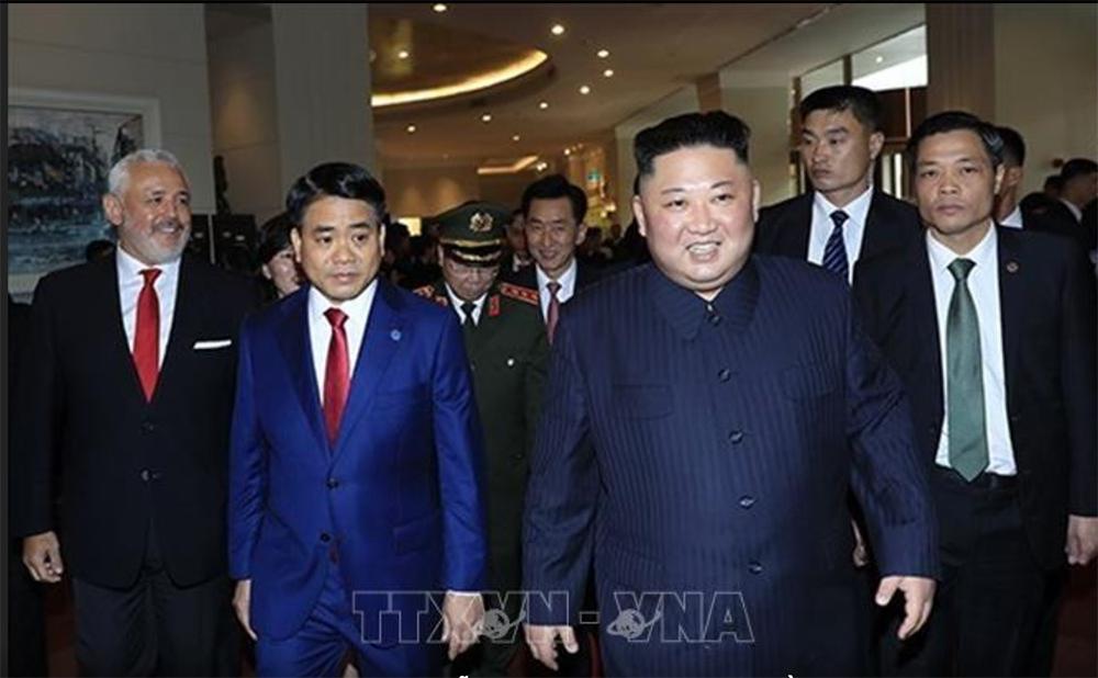 Ông Kim Jong-un cười rạng rỡ khi đến Hà Nội-4