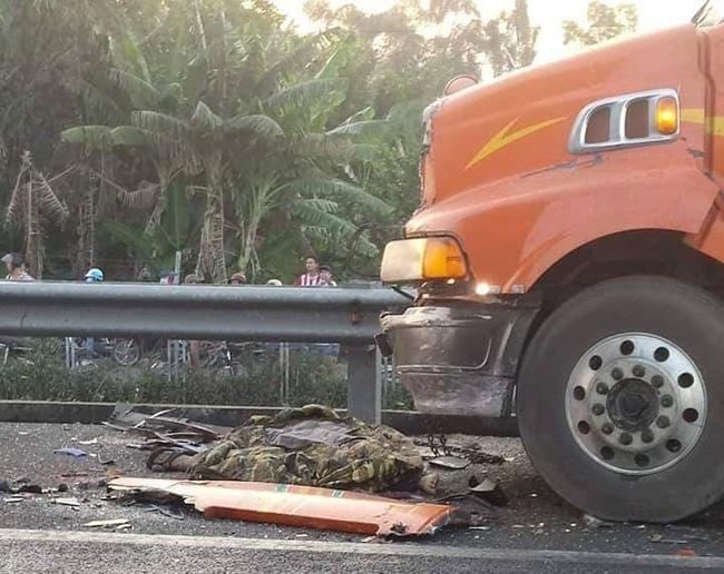 Va chạm liên hoàn trên cao tốc TP.HCM - Trung Lương giữa 3 container, 1 người chết, 1 người bị thương nặng-3