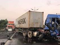 Va chạm liên hoàn trên cao tốc TP.HCM - Trung Lương giữa 3 container, 1 người chết, 1 người bị thương nặng
