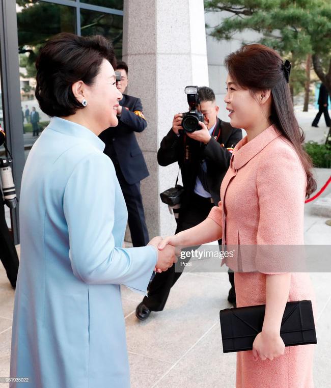 Ngoài phong cách, Đệ nhất phu nhân Triều Tiên còn sở hữu làn da và mái tóc đáng ngưỡng mộ-2