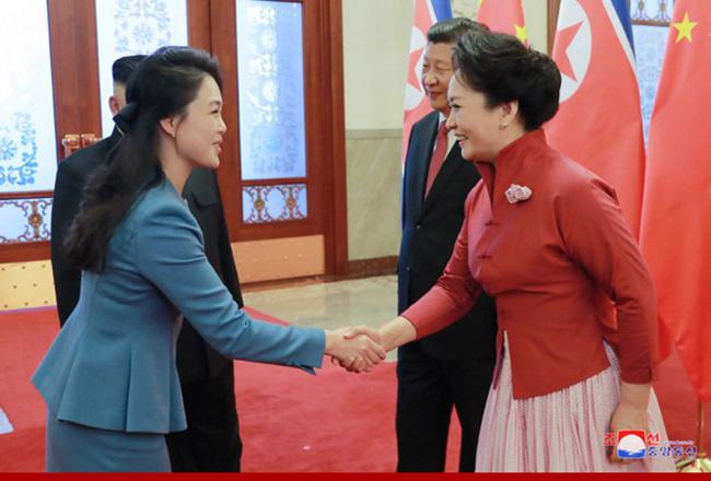 Ngoài phong cách, Đệ nhất phu nhân Triều Tiên còn sở hữu làn da và mái tóc đáng ngưỡng mộ-5