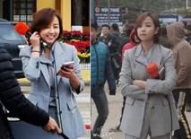 Nữ phóng viên Hàn Quốc xinh đẹp nổi bật giữa đám đông khi tác nghiệp sự kiện đón Nhà lãnh đạo Triều Tiên tại ga Đồng Đăng