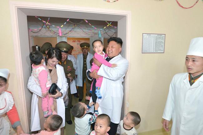 Những tiết lộ hiếm hoi về 3 người con của ông Kim Jong-un và người vợ xinh đẹp-4