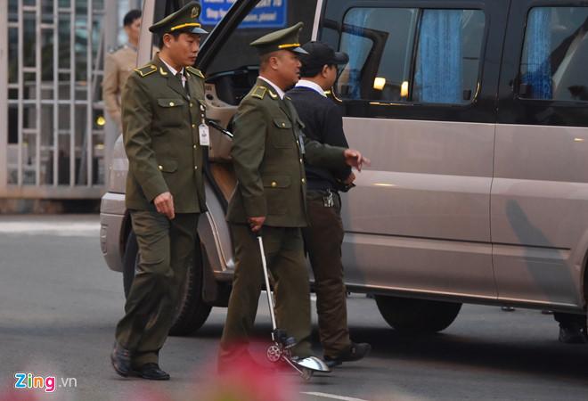 Tổng thống Trump cảm ơn Việt Nam sau khi đặt chân tới Hà Nội-46