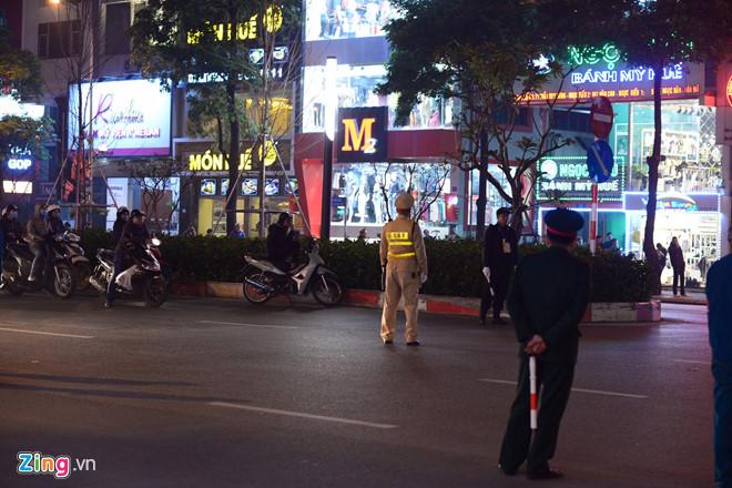 Tổng thống Trump cảm ơn Việt Nam sau khi đặt chân tới Hà Nội-35