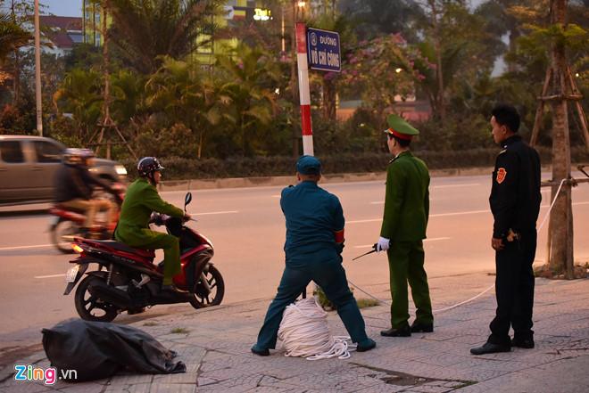 Tổng thống Trump cảm ơn Việt Nam sau khi đặt chân tới Hà Nội-38