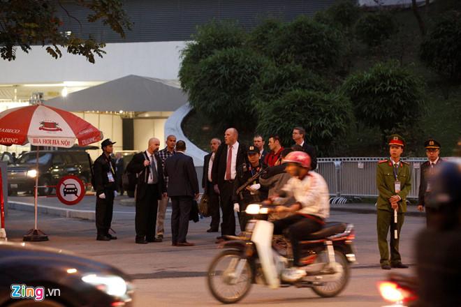 Tổng thống Trump cảm ơn Việt Nam sau khi đặt chân tới Hà Nội-41
