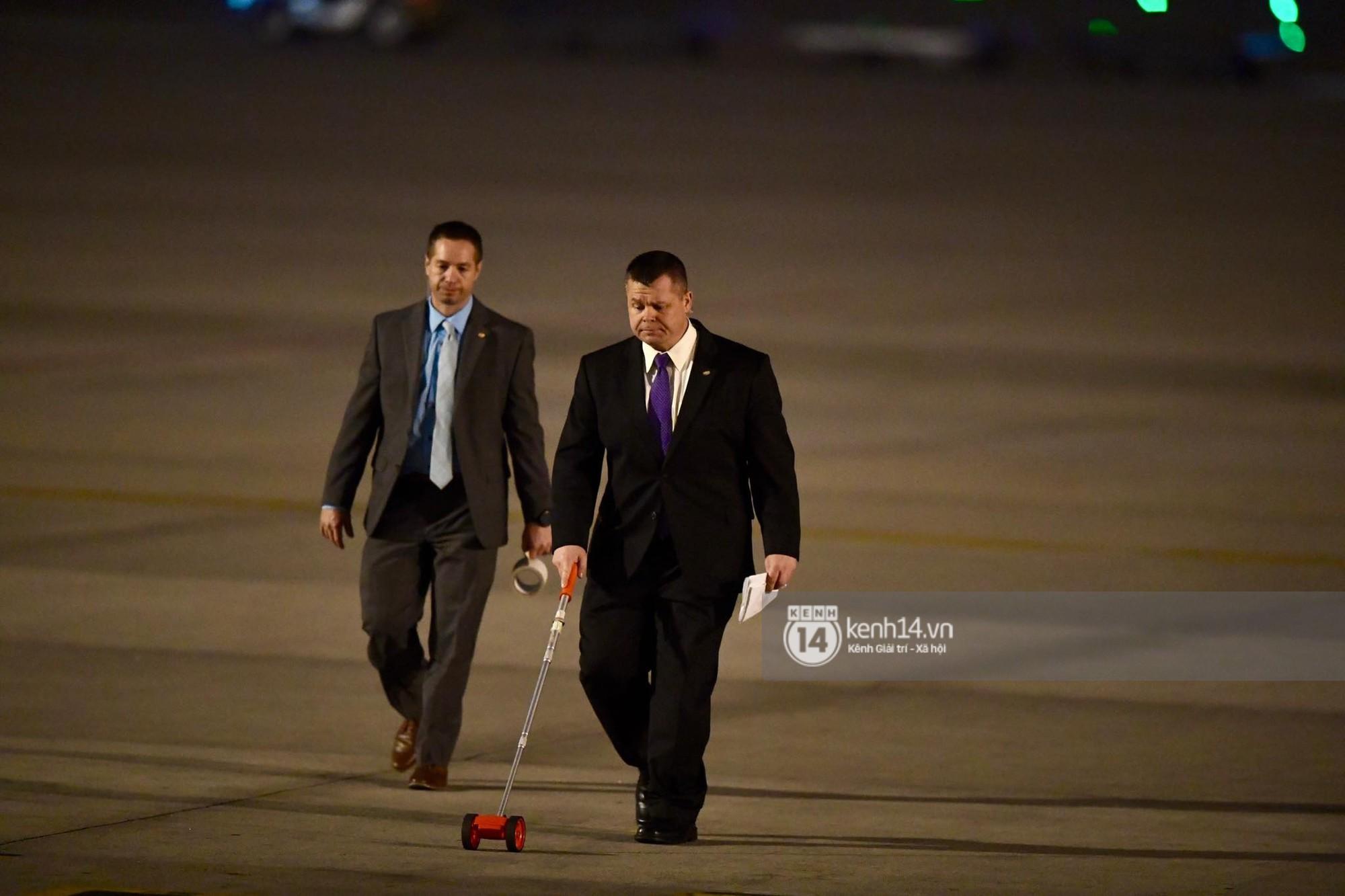 Tổng thống Trump cảm ơn Việt Nam sau khi đặt chân tới Hà Nội-17
