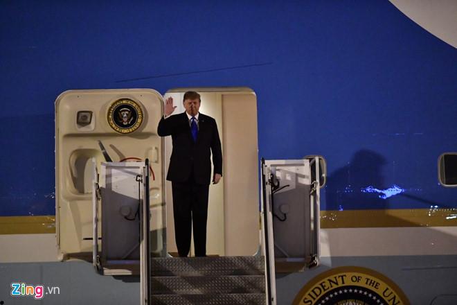 Tổng thống Trump cảm ơn Việt Nam sau khi đặt chân tới Hà Nội-11