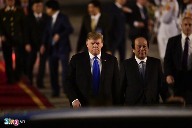 Tổng thống Trump cảm ơn Việt Nam sau khi đặt chân tới Hà Nội-13