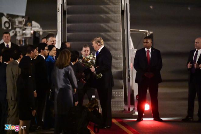 Tổng thống Trump cảm ơn Việt Nam sau khi đặt chân tới Hà Nội-12
