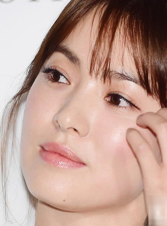 Shock trước hình ảnh soi kỹ làn da của Song Hye Kyo, ai nấy đều chẳng nói nên lời bởi...-11