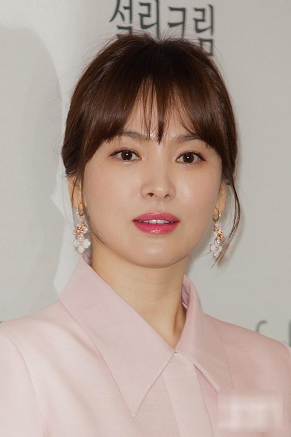 Shock trước hình ảnh soi kỹ làn da của Song Hye Kyo, ai nấy đều chẳng nói nên lời bởi...-5