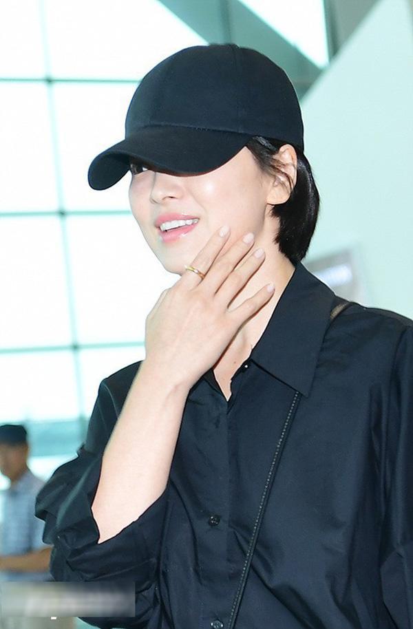 Shock trước hình ảnh soi kỹ làn da của Song Hye Kyo, ai nấy đều chẳng nói nên lời bởi...-7