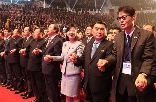 Vẻ đẹp nữ ca sĩ tháp tùng ông Kim Jong Un đến Hà Nội-2