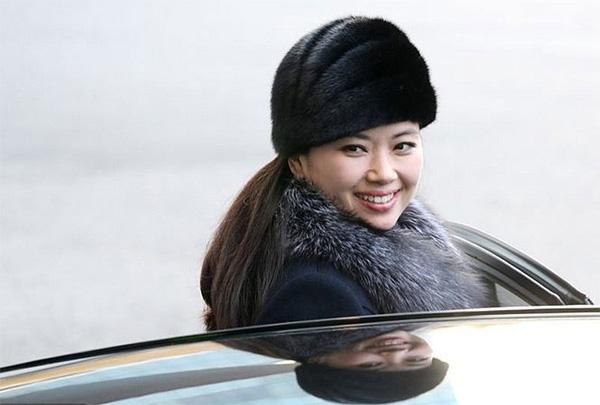 Vẻ đẹp nữ ca sĩ tháp tùng ông Kim Jong Un đến Hà Nội-4