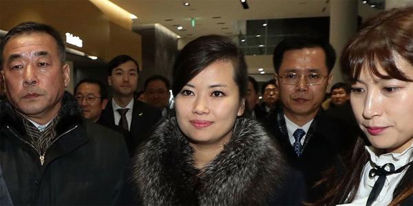 Vẻ đẹp nữ ca sĩ tháp tùng ông Kim Jong Un đến Hà Nội-5