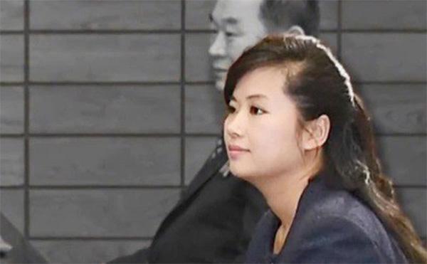 Vẻ đẹp nữ ca sĩ tháp tùng ông Kim Jong Un đến Hà Nội-8