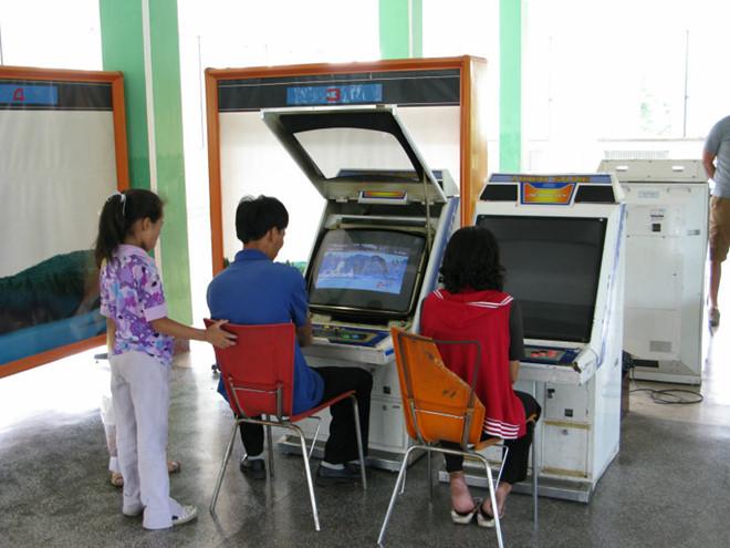Bị hạn chế máy tính, Internet, người dân Triều Tiên chơi game gì?-1