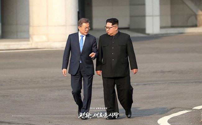 Bí mật ẩn sâu trong bộ trang phục kinh điển và kiểu tóc trứ danh của lãnh đạo Triều Tiên: Kim Jong-un-4