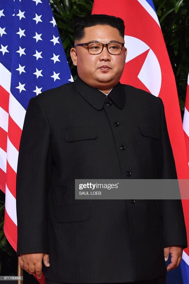 Bí mật ẩn sâu trong bộ trang phục kinh điển và kiểu tóc trứ danh của lãnh đạo Triều Tiên: Kim Jong-un-7